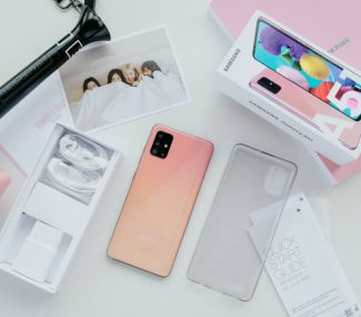 Samsung galaxy a51 pack and accessories